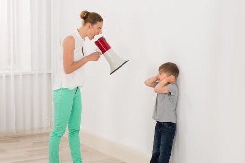 아이에게 소리 지르는 것을 멈춰보세요