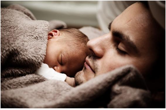 더 많이 자는 엄마가 아이와 더 가깝게 느낀다.