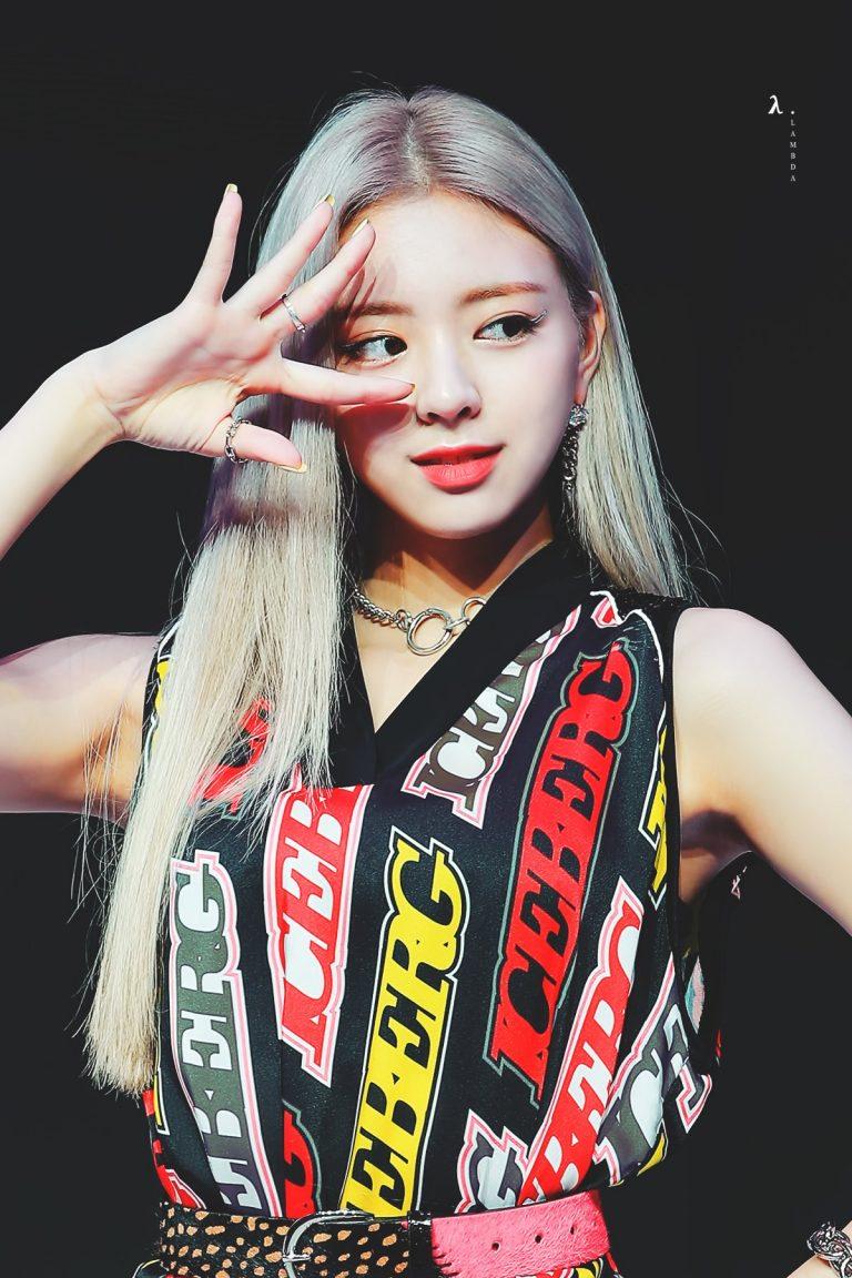 itzy-yuna-blonde-3-768x1152.jpg
