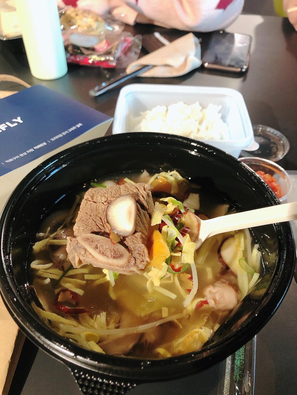 점심으로 뜨끈한 국밥 먹었어요~