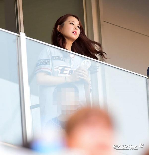 야구장에서 신난 박보영