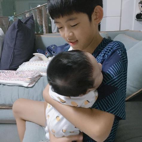 장신영의 두 아들