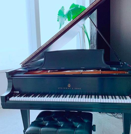 클라라 100년 된 스테인웨이 그랜드 피아노