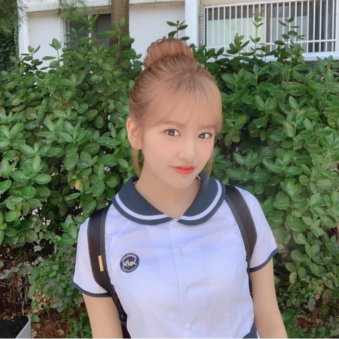 아이즈원 안유진 교복입은 모습