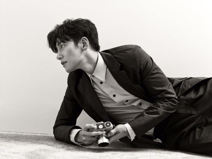 한국배우 최초로 캘빈클라인모델된 지창욱