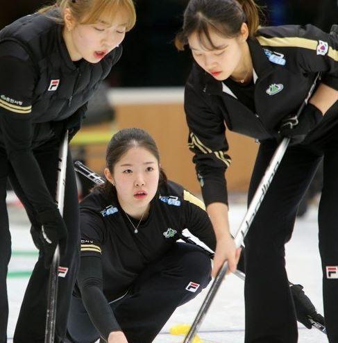 여자컬링 팀 민지가 일본도 꺾었대요!