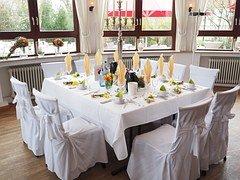 wedding-table-1174154__180.jpg