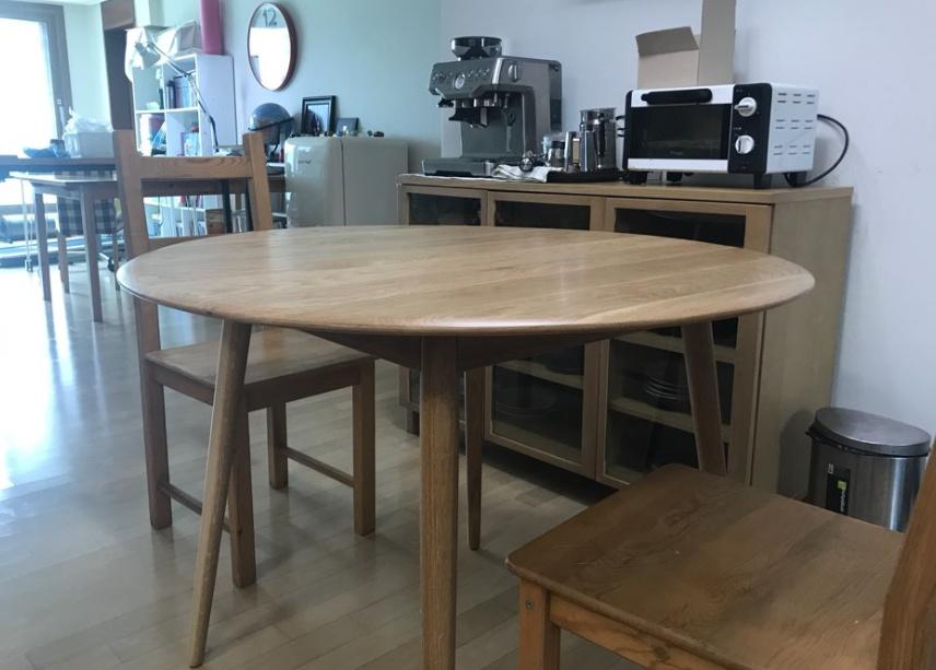 깔끔하고 이쁜 원형 테이블