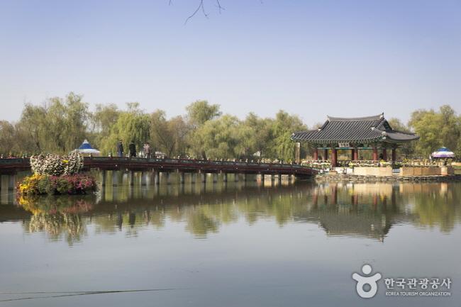 서동공원과 궁남지1.jpg