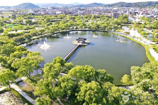 서동공원과 궁남지6.jpg