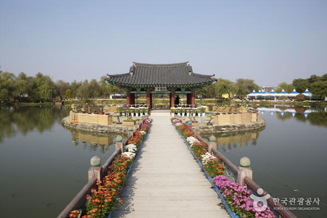 서동공원과 궁남지2.jpg