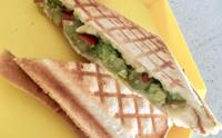 아보카도 요리 - 과카몰리 스모크 치즈 샌드위