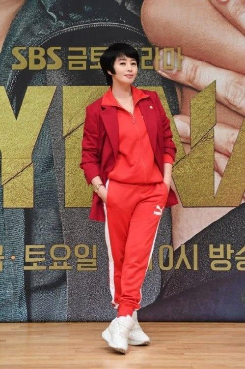 하이에나 제작발표회 김혜수스타일 뭐에요 ㅋㅋ
