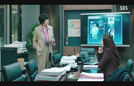 여자들의 워너비 김혜수의 셋업 수트!
