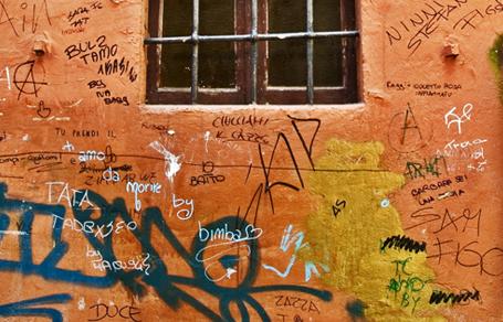 벽지에 얼룩 지우는 법 -크레파스, 핏자국, 먼지/기름때 등